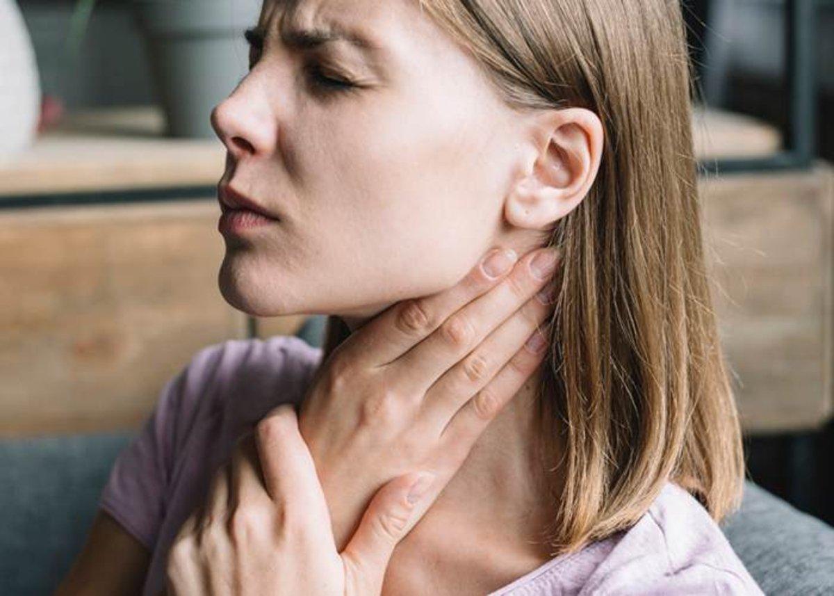 Mujer-dolor-garganta